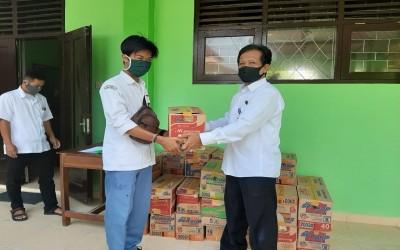 Peduli Covid-19, SMK Negeri 2 Sewon Bagikan Sembako kepada 75 Siswa